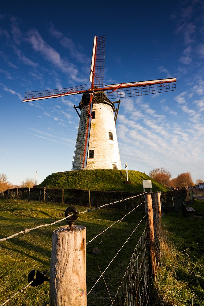 Windmill-in-Damme.jpg